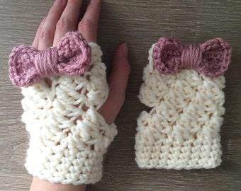 Fingerless gloves, crochet fingerless mittens, handmade fingerless mitts, women's gloves, crochet hand-warmers, fingerless gloves with bow