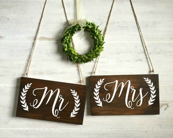 Mr and Mrs Chair Signs, Rustic Wood Wedding Signs, Rustic Wedding Decor, Sweetheart Table Signs, Wedding Photo Prop, Engagement Photo Props