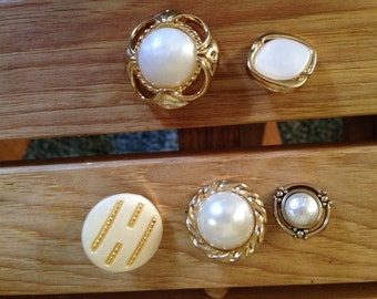 5 White & Gold Buttons