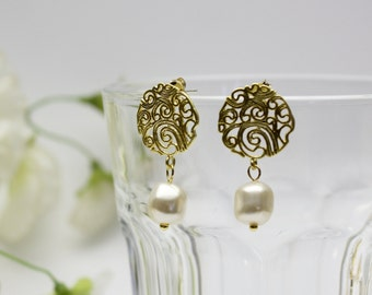 Graphic circle earring with Swarovski Crystal Pearls