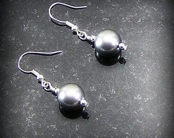 Pearl earrings - 10mm glass pearls - Graduated Elegance