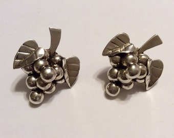 Vintage Mexican 925 silver grape earrings Taxco Mexico silver 1970s bunch of grapes Mexico marked T11-53  925