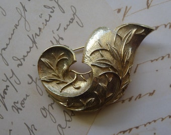 Gorgeous Sarah Coventry brooch (signed)