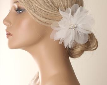 wedding hairpiece, white flower hair clip, wedding hair accessories, bridal headpiece, wedding hair clip, flower hair piece