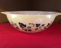 Pyrex yellow and black gooseberry 444