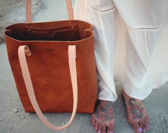 Muirisc: medium leather tote [BROWN]