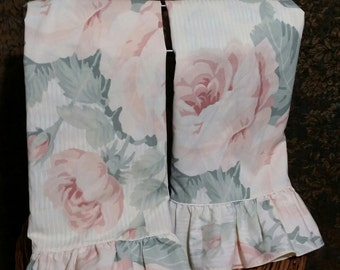 An adorable pair of 80's  vintage pillow cases with ruffled edges.