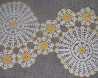 Flower doily in white/yellow