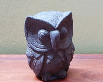 Owl statue made of volcanic ash (09)