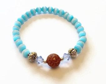 Blue Fiber-Optic Glass Catseye Bead Bracelet, Heart Wood Bead Bracelet, Soft Natural Jewelry, Swarovski Stretch Bracelet, Christmas Gift