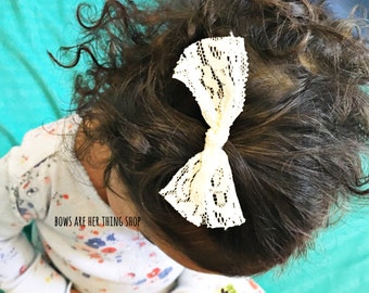 LACE tie bow