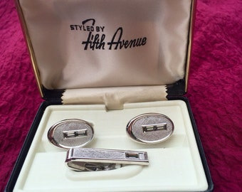 Fifth avenue tie clip and cuff links