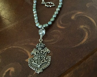 Labradorite and Pearl necklace with Crest Pendant