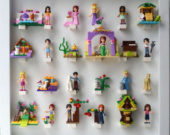 medium play n display board with minifigs and 3D features