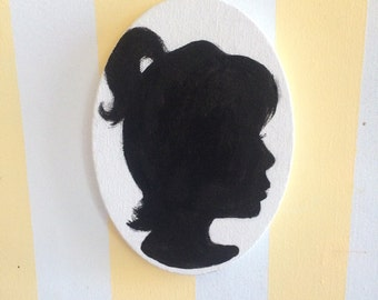 SILHOUETTE!! Oval stretched canvas/Acrylic Hand painted
