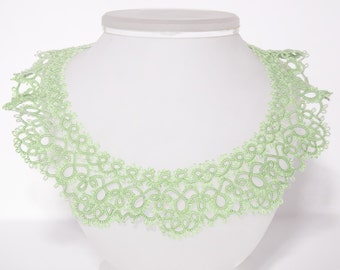 Green a braided lace collar in the art of tatting