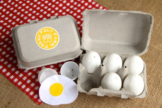 Set of 6 Realistic White Eggs, Sunny Side Up Felt Eggs With Carton