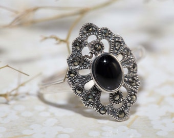 Vintage Art deco Marcasite Ring/ black onyx ring in Sterling Silver / Macrcasite Ring / Onyx Ring/ Art Deco/ Vintage Ring