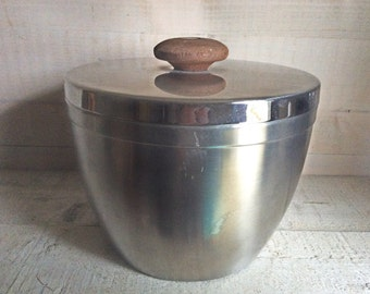 1970s Stainless Steel and Teak Ice Bucket, Vintage Retro Ice Bucket, Stylish Design