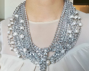 Chains necklace with waterfresh pearls