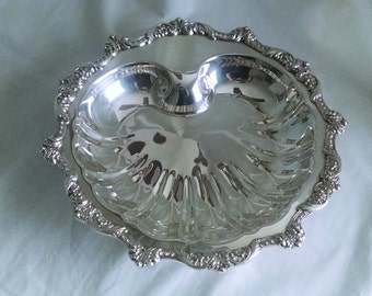 Poole Silverplate Old English Shell Footed Serving Dish