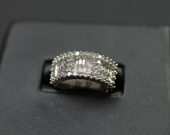 60% OFF 1CTW Round and Baguette Diamond Band