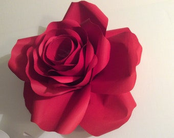 Rose of paper containing of dragees