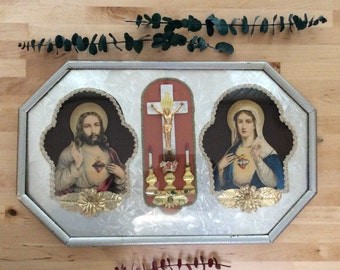 Vintage Jesus and Mary Bubble Frame 3D Display with Altar Diorama Religious Art Jesus Christ Sacred Heart