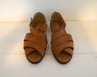 Woven Cognac/Brown Leather Clarks Buckle Sandals. Criss Cross & Strappy! Flexible Comfort Sole, Women's Size 9