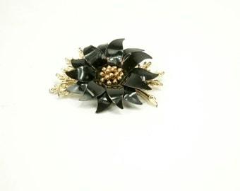 Coro ~ Vintage Flower Brooch