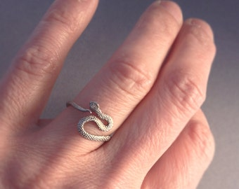 Sterling silver hand carved snake ring. Size 5.5