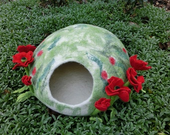 Luxury cat house Red Poppies. Cat Nap Cocoon red and white poppy. Cat cave bed flowers. Sleep Vessel. Hand Felted wool cat bed.