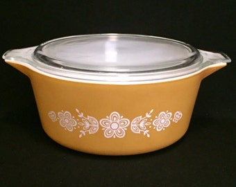 FREE SHIPPING-Free Shipping-Vintage-1960's-Pyrex-Butterfly Gold-Cinderella-2 1/2 QT-#475-B-Covered-Casserole-Dish