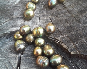 Natural Freshwater Pearl Strand, 12 pearls in this set