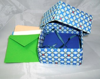 Stationery set consisting of a paper box, mini-cards and mini-enveloppes