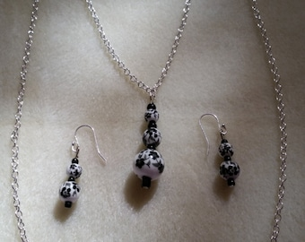 Classy Black and White Necklace Set