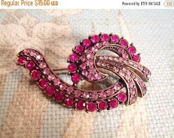 VALENTINES SALE stunning vintage pink florish rhinestone brooch