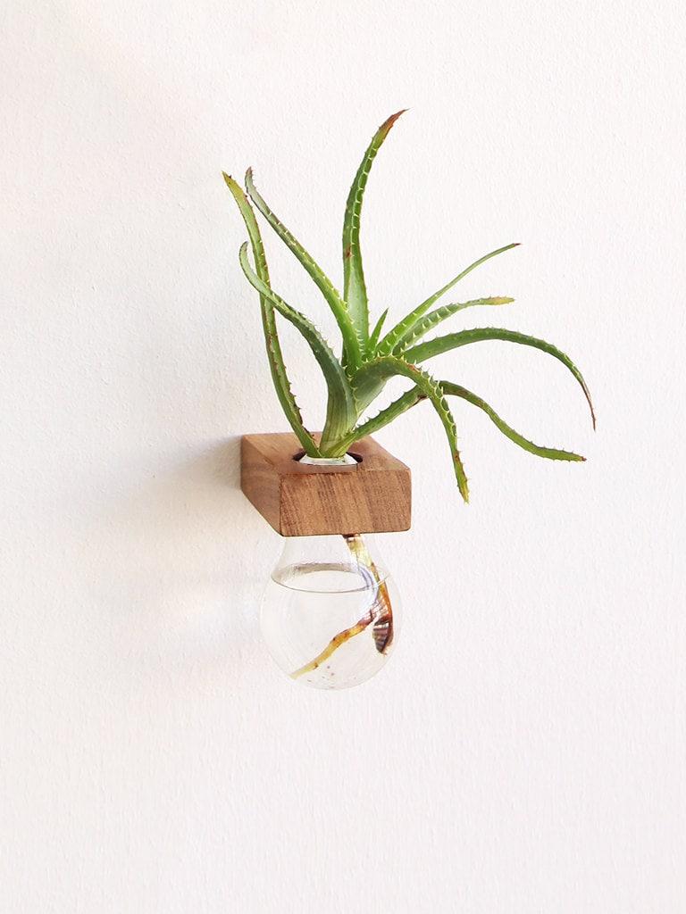 lampa ii gl hbirne und holz vase upcycled gl hbirne vase. Black Bedroom Furniture Sets. Home Design Ideas