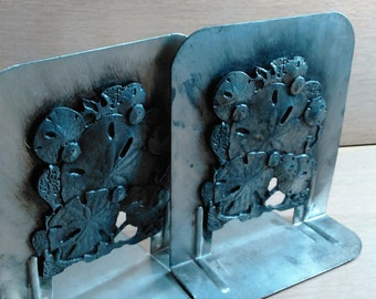 Vtg. Set of Two Pewter Metzke Signed Collection Bookends, Sand Dollar Motif, made in USA, 1980  A