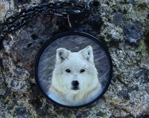 Glowing Necklace Wolf / White Wolf / Glow Wolf / Glow in the dark / Wolf Necklace / Wolf Pendant / Animal Jewel / Wolf Jewelry / Snow Wolf