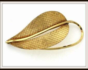 Vintage designer AMERIK K&L gold plated leaf BROOCH