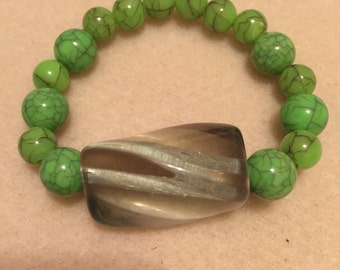 green stretch bracelelt