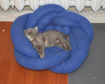Cat bed, little dog bed, knited bawl for pets, lovely flower, home decor