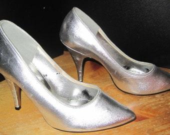 Fredericks of Hollywood Silver High Heel Stilettos Shoes Size 7M Medium