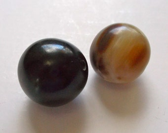 African Cowhorn Large Round Beads 2cm Pack of 2 - Fair Trade Mzuribeds from Uganda