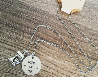 Baker's necklace / Hand stamped mixer charm jewelry / Mix it up / Pastry chef gift / Baking charm / Stand mixer / Cooking jewelry / Chef
