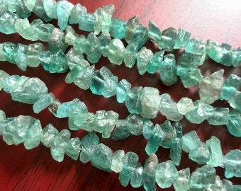 Natural Beautiful Apatite Chip Beads Rough Green Apatite Crystal Quartz Gemstone Beads Raw Nugget Mini Apatite Bead Jewelry Beads Supply