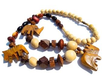 20% OFF *** VINTAGE: Large Carved Wood Safari Animal Necklace - Animal Necklace - (12-C6-00002997)