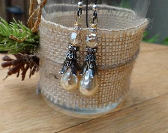 Antique Cream Dimpled Teardrop Czech Glass Baroque Pearl Earrings – ERU070