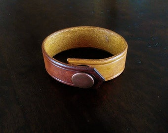 Small leather single strap.